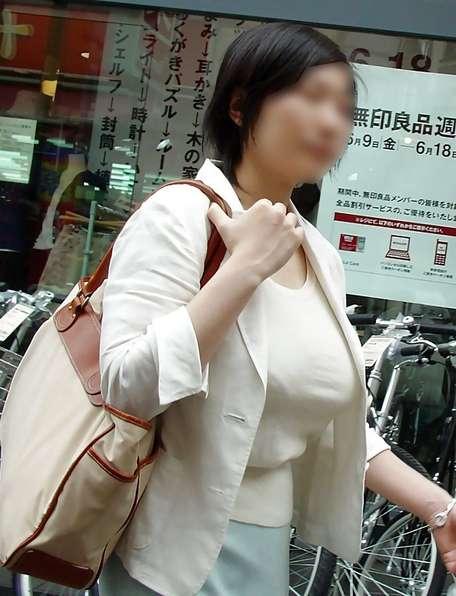 デカすぎ着衣巨乳おっぱいを街撮り-022