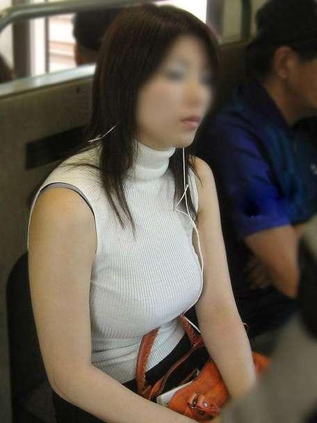 デカすぎ着衣巨乳おっぱいを街撮り-009