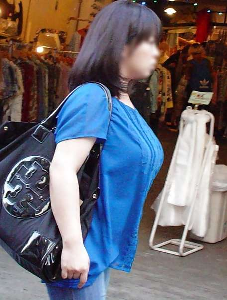 デカすぎ着衣巨乳おっぱいを街撮り-028