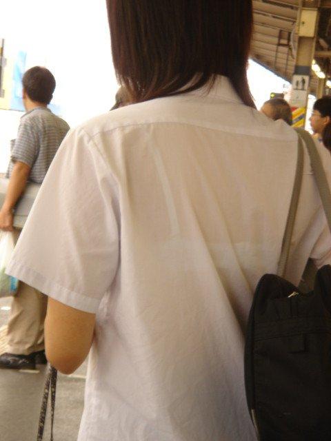 女子高生の透けブラがエッチな制服姿43