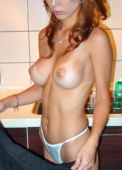 日焼け跡がエッチな女子の裸体57