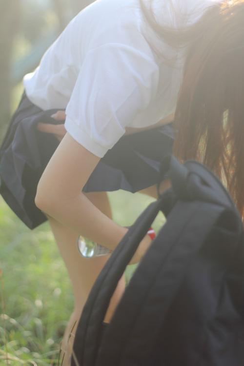 ムチムチ感がエッチな女子高生の生脚太もも28