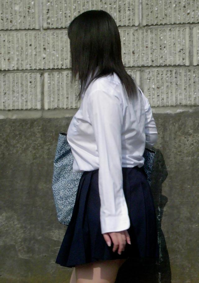 女子高生たちの制服おっぱいがエッチ021
