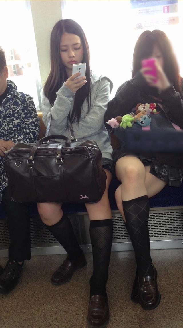 電車内で見るJK太ももが壮観-142