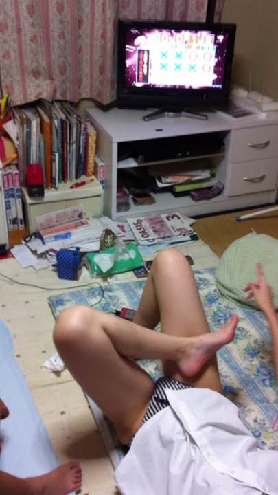 エロだらしない妹を家の中で隠し撮りw15