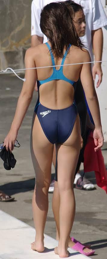 競泳水着を着た女子の素人エロ画像