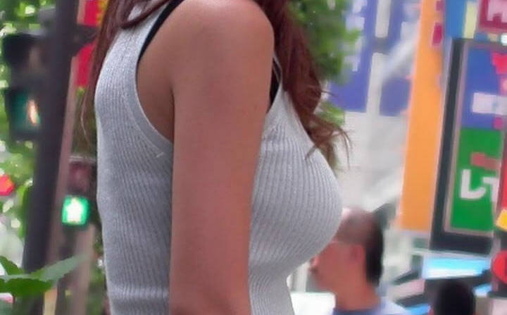 着衣巨乳おっぱいの素人エロ画像