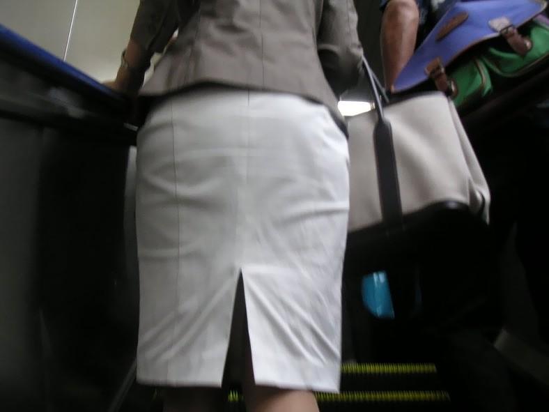 お尻がエッチなスカート女子を街撮り-9
