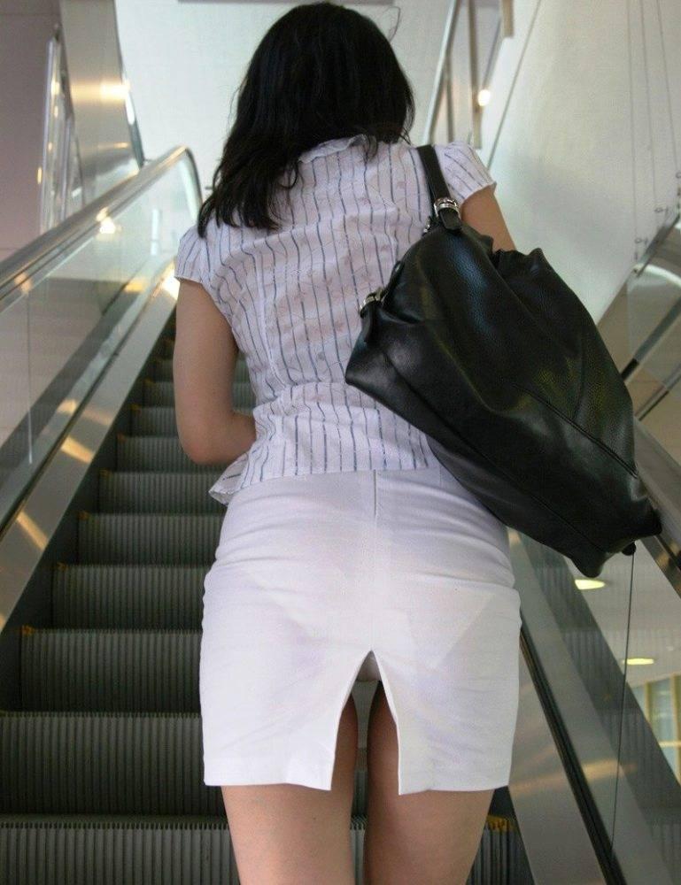 お尻がエッチなスカート女子を街撮り-67