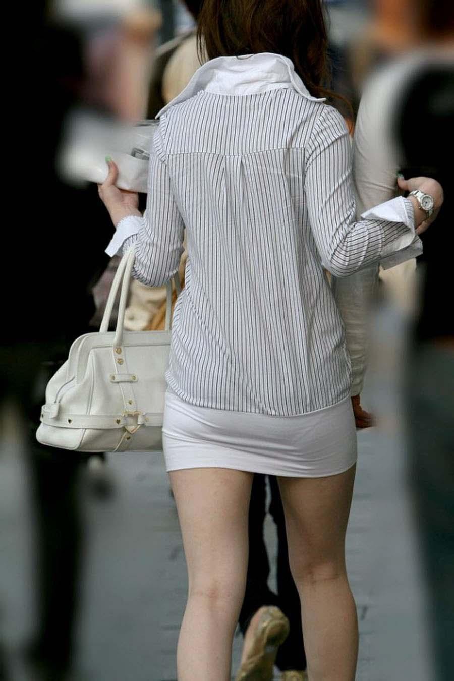 おパンツスッケスケ女子を街撮り-46