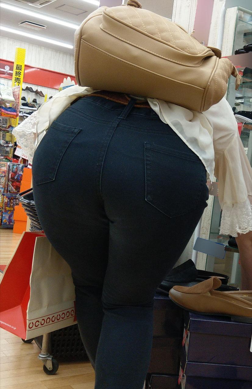 お尻がHなジーンズ女子の素人エロ画像55