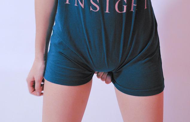 女性の股間部分の素人エロ画像-001