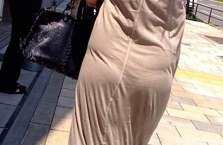 【素人エロ画像】プリップリなお尻の形やおパンツライン、透けパンがエッチなスカートのお尻を街撮りwww