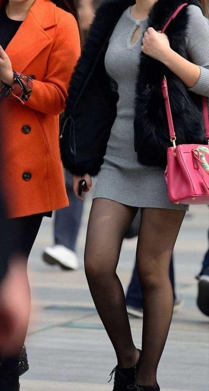下半身がエッチなスカート女子の街撮り素人エロ画像-012