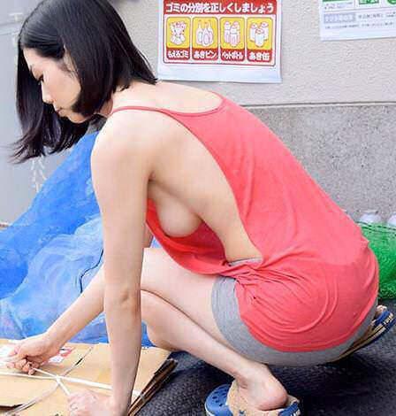 おっぱいの膨らみがエッチな胸チラを街撮りした素人エロ画像-036