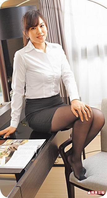制服やスーツ姿がエッチな台湾のOLさんの素人エロ画像-135