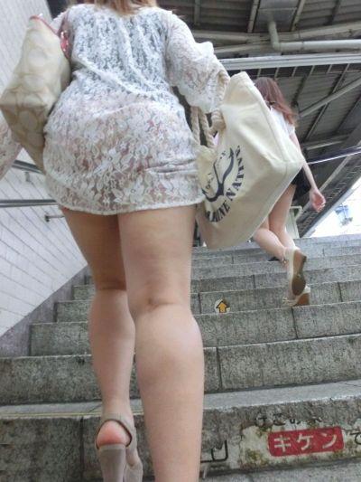 スカート女子の街撮り素人エロ画像-011