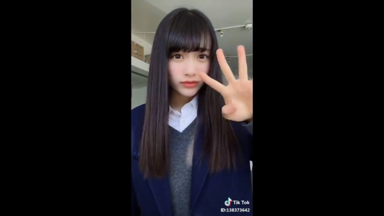 TikTokの制服女子高生がエッチな素人エロ画像-178