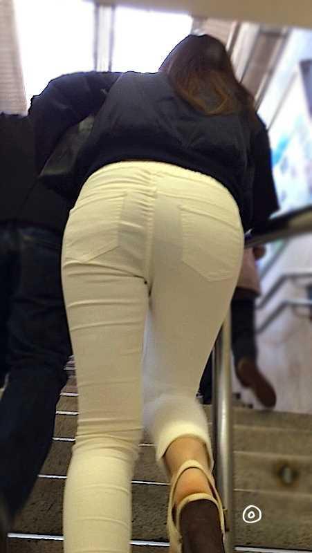 白いパンツやスカートのお尻を街撮りした素人エロ画像-062