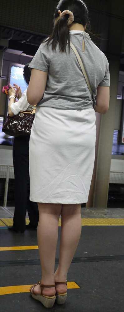 白いパンツやスカートのお尻を街撮りした素人エロ画像-113