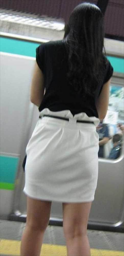 白いパンツやスカートのお尻を街撮りした素人エロ画像-058