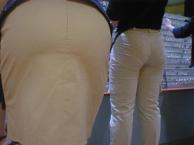 白いパンツやスカートのお尻を街撮りした素人エロ画像-121