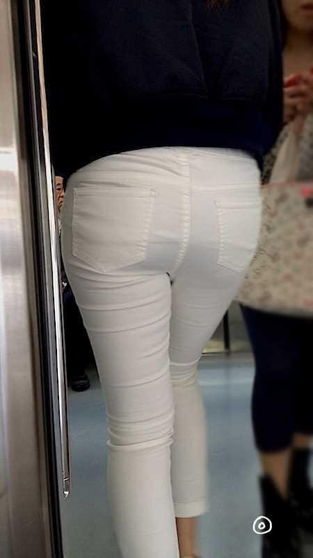 白いパンツやスカートのお尻を街撮りした素人エロ画像-060
