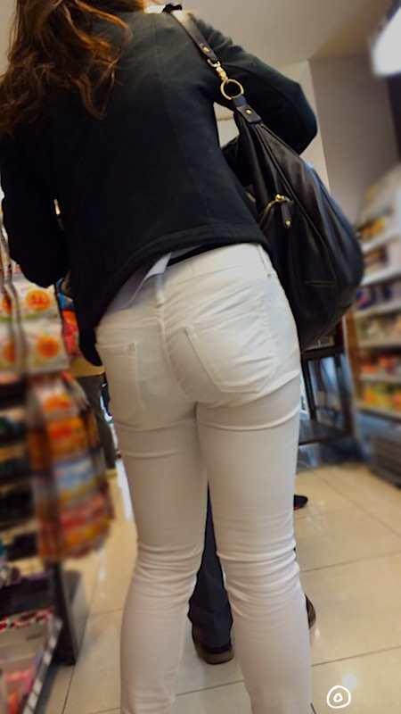 白いパンツやスカートのお尻を街撮りした素人エロ画像-056