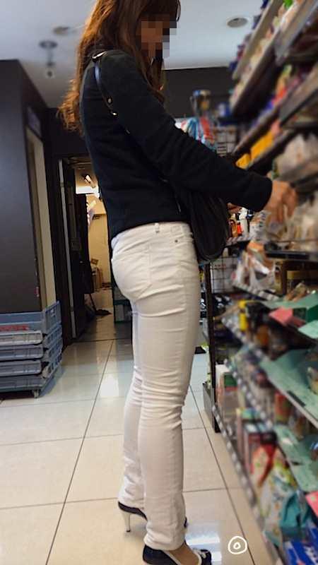 白いパンツやスカートのお尻を街撮りした素人エロ画像-054