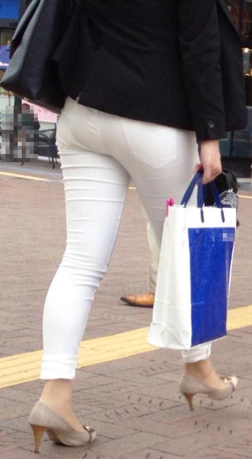 白いパンツやスカートのお尻を街撮りした素人エロ画像-048