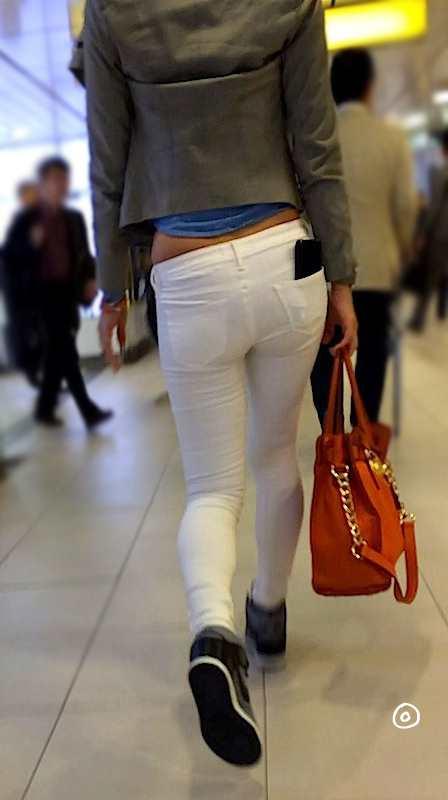 白いパンツやスカートのお尻を街撮りした素人エロ画像-090