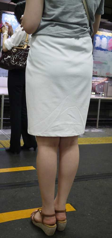 白いパンツやスカートのお尻を街撮りした素人エロ画像-114
