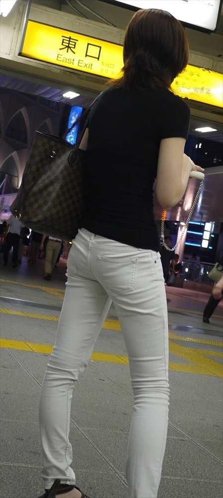 白いパンツやスカートのお尻を街撮りした素人エロ画像-115
