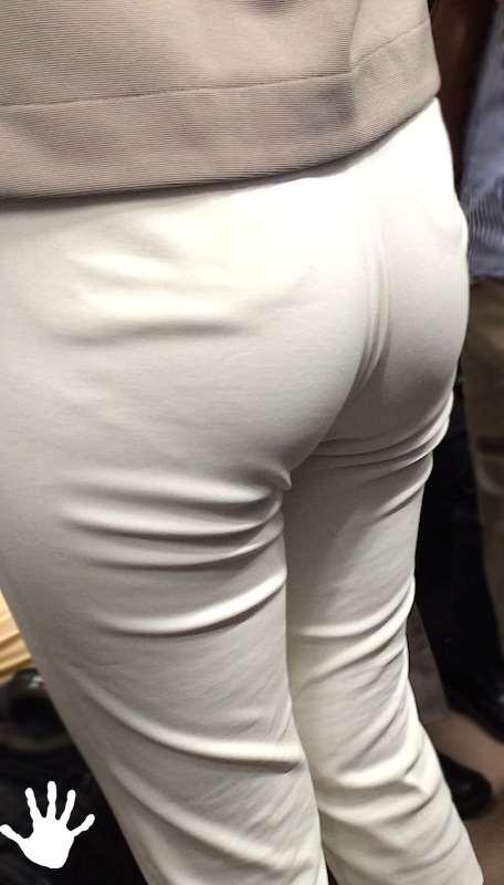 白いパンツやスカートのお尻を街撮りした素人エロ画像-112