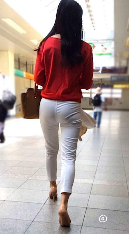 白いパンツやスカートのお尻を街撮りした素人エロ画像-074
