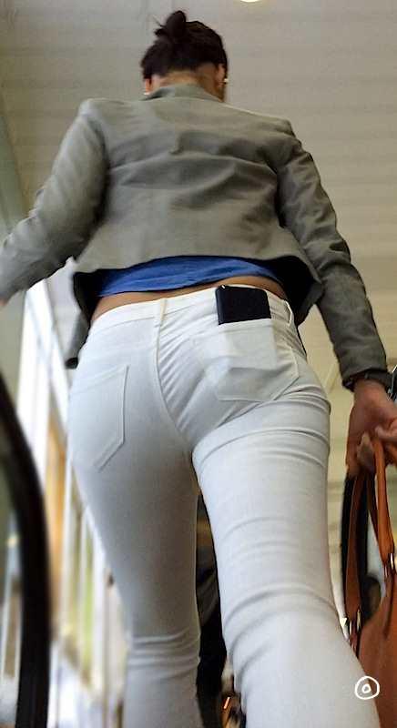 白いパンツやスカートのお尻を街撮りした素人エロ画像-092