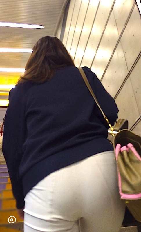 白いパンツやスカートのお尻を街撮りした素人エロ画像-070