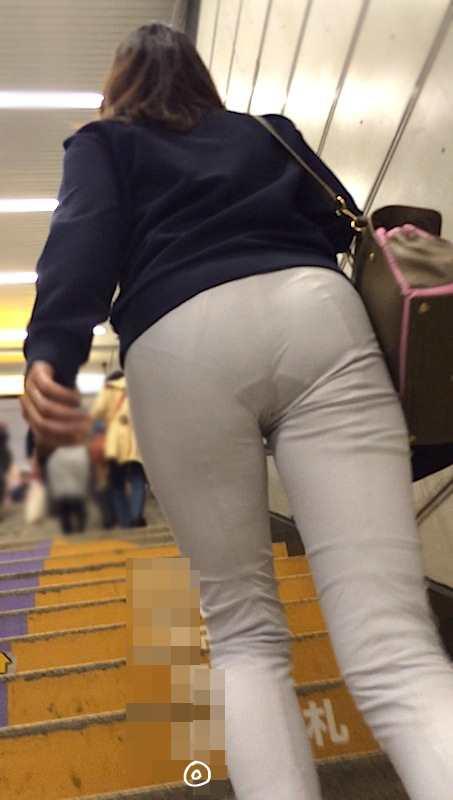 白いパンツやスカートのお尻を街撮りした素人エロ画像-071