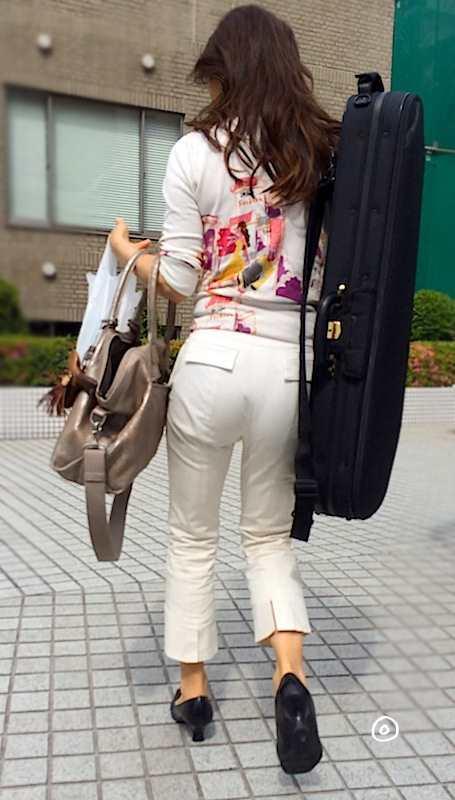 白いパンツやスカートのお尻を街撮りした素人エロ画像-087