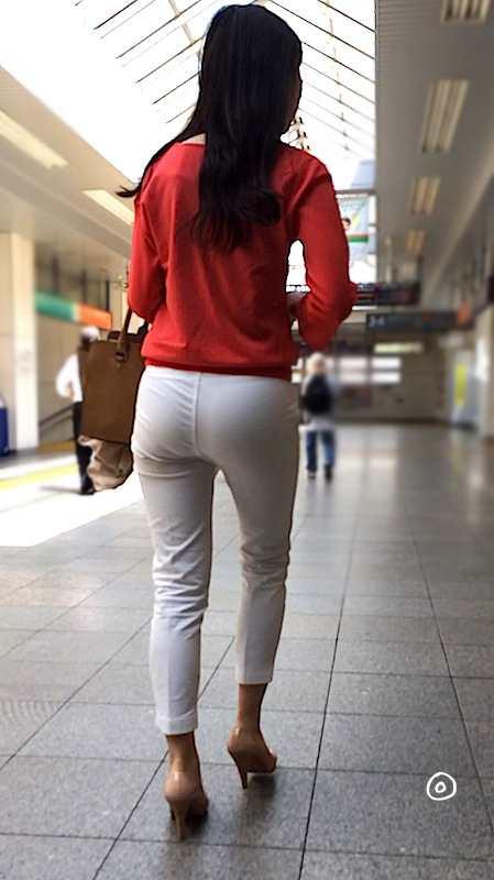 白いパンツやスカートのお尻を街撮りした素人エロ画像-075
