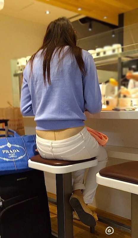 白いパンツやスカートのお尻を街撮りした素人エロ画像-066