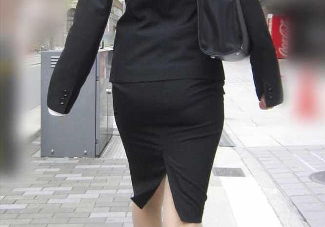 リクルートスーツやパンツスーツの女性を街撮りした素人エロ画像-001