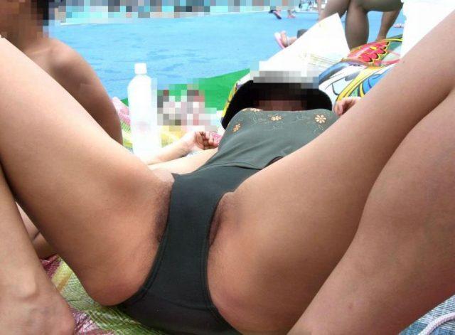 股間がエッチな水着姿の素人エロ画像-028