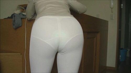 張りやパン線・透けパンがエッチなお尻の素人エロ画像-062