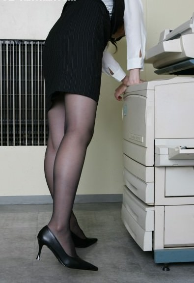 黒ストッキングの脚がエッチな素人エロ画像-017