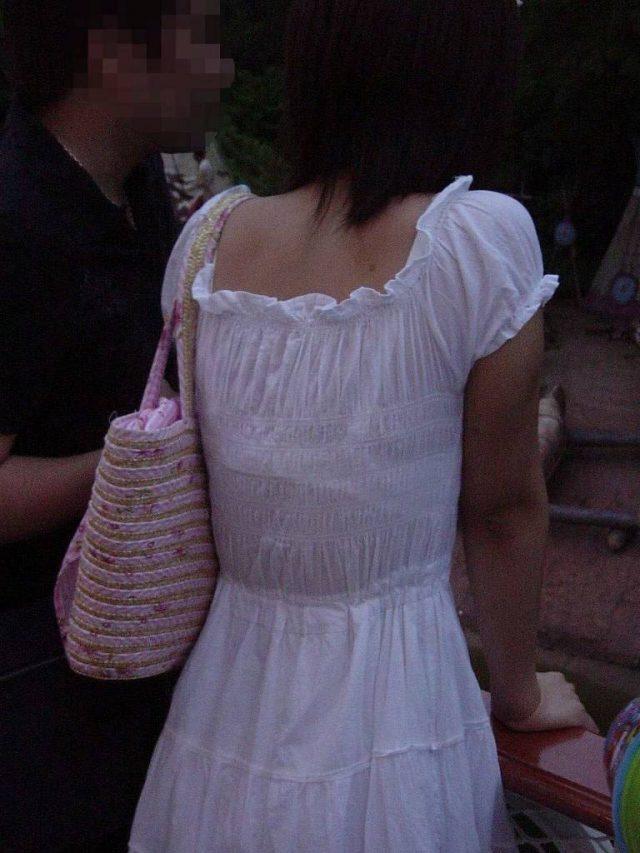 スケブラで下着が見えてる女子の素人エロ画像-024