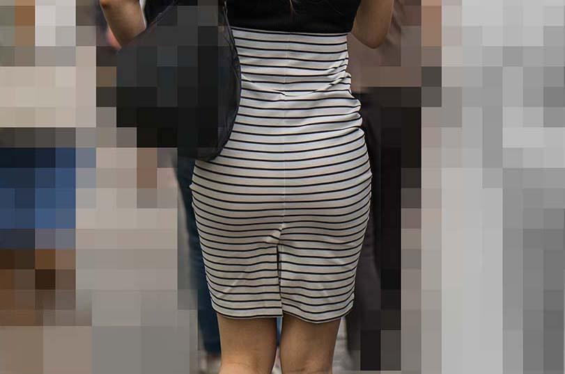 【素人エロ画像】パンツやスカートのお尻にエチエチラインが浮いてたり下着スッケスケな女子の無料サービスwww