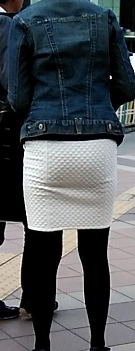 スカートのエッチなお尻を街撮りした素人エロ画像-009