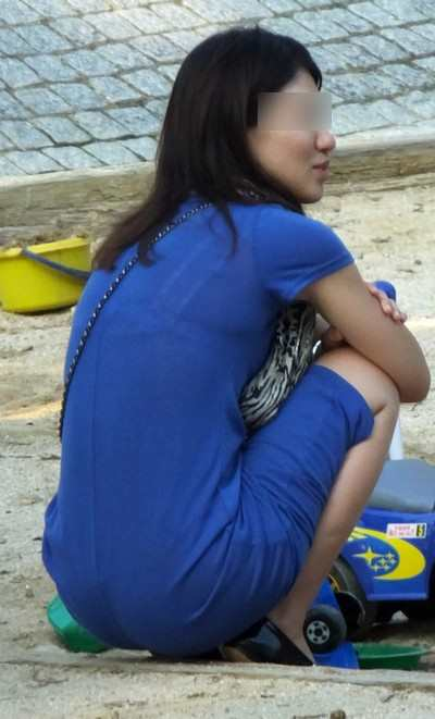 無防備なエッチさが満開すぎる子連れ若ママの素人エロ画像-019