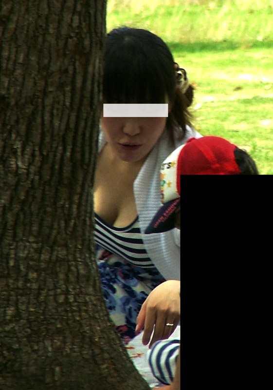 全身のどこかが無防備にエッチな子連れママの素人エロ画像-030